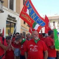 Milano, le magliette rosse con l'Anpi contro la Festa del Sole