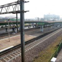Tragedia sui binari: due persone travolte e uccise dal treno Milano-Mantova