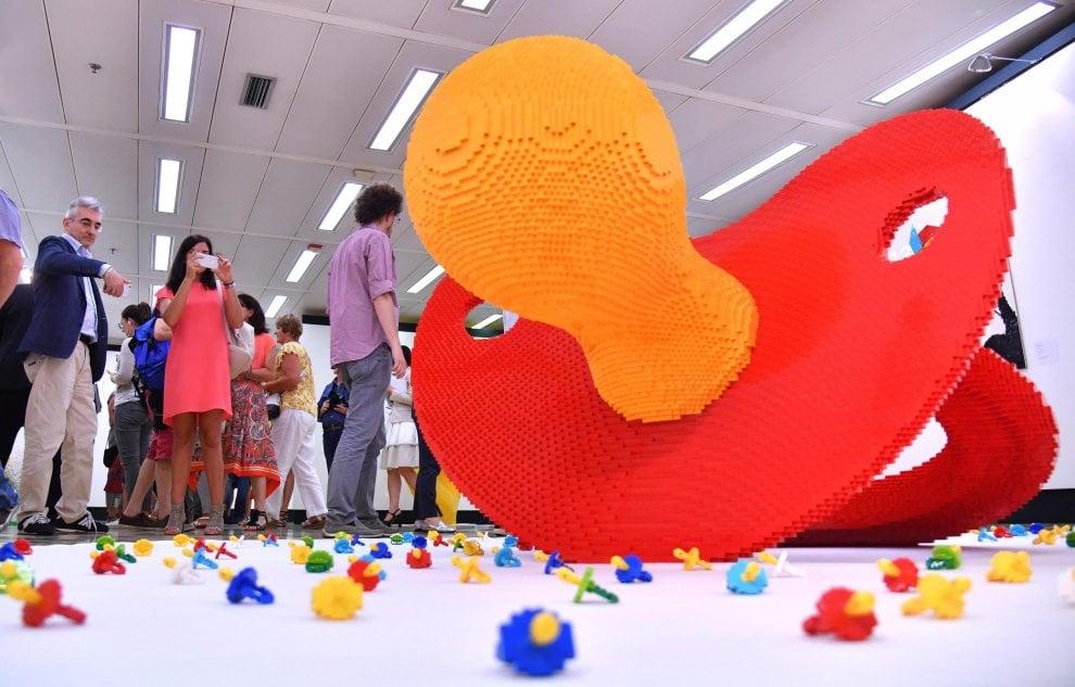 """Milano, """"Potere ai piccoli"""": oltre 600mila mattoncini Lego in mostra al Pirellone"""