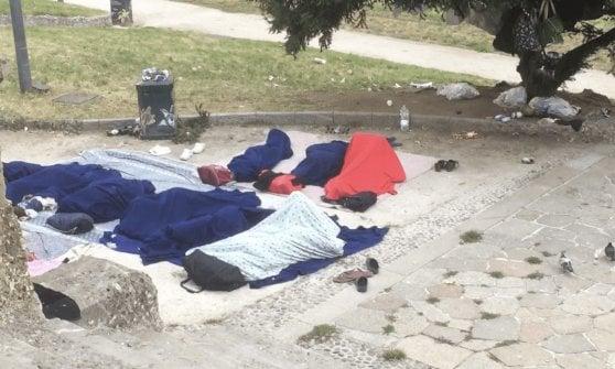 Porta Venezia: blitz della polizia nell'accampamento dei migranti senza tetto