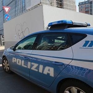 """Milano, sgominate le bande dello spaccio a Comasina e Bruzzano: un poliziotto """"a libro paga"""""""