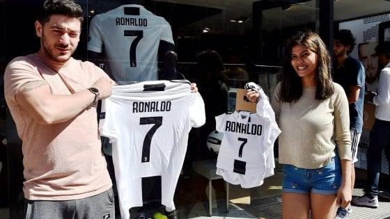 Anche a Milano è CR7 mania: allo Juventus Store venduta una maglia al minuto