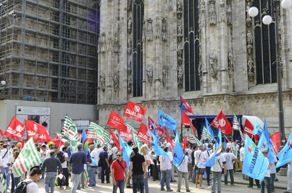 """Milano, presidio al Duomo: """"Basta con le morti sul lavo"""