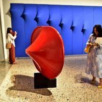Milano, inaugurata l'antologica di Agostino Bonalumi: 120 opere a Palazzo Reale