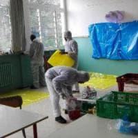 Varese, richiedenti asilo imbiancano le scuole cittadine