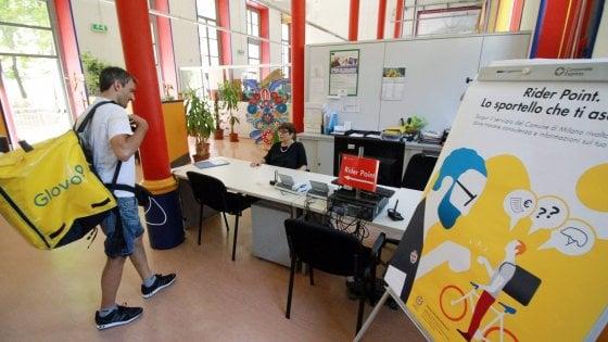 Milano, apre il primo sportello per i riders su diritti e sicurezza