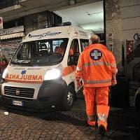 Milano, sbaglia manovra e travolge un gruppo di persone fuori dalla chiesa: morta una...
