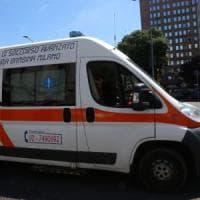 Milano, giovane di 17 anni investito da un'auto in centro: ricoverato in