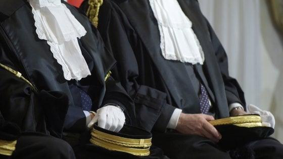 Brescia, il tribunale salva la madre separata: cancellati i debiti per mantenere i figli
