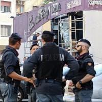 Milano, blitz all'alba: la polizia sgombera il centro sociale Lambretta
