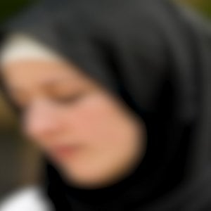 """Pavia, picchia e umilia la figlia 12enne: """"Non rispetta i precetti dell'Islam"""""""