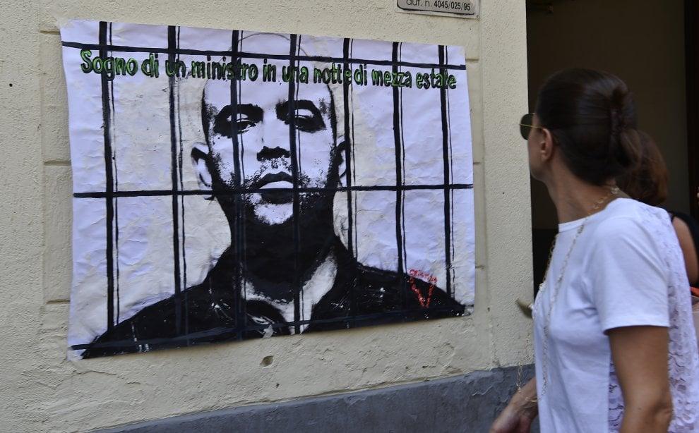 Milano, Roberto Saviano in galera: l'ultima provocazione dell'artista Cristina Donati Mayer