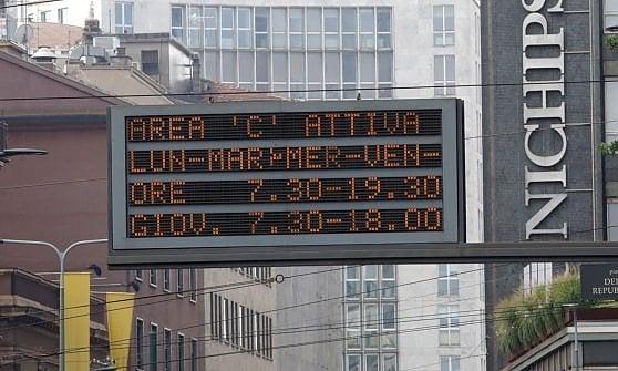 """Traffico: """"Area C"""" non va in ferie, telecamere accese tutto agosto nel centro storico della città"""