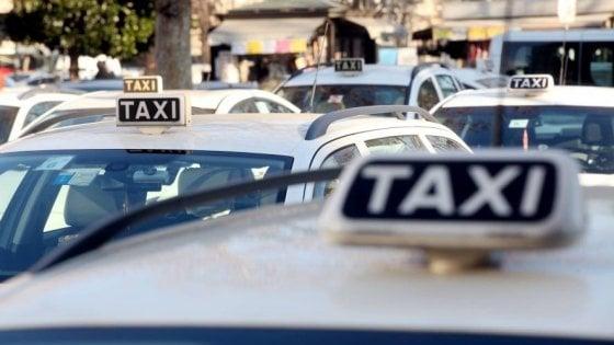 Bermuda vietati ai tassisti: a Milano fioccanno le multe