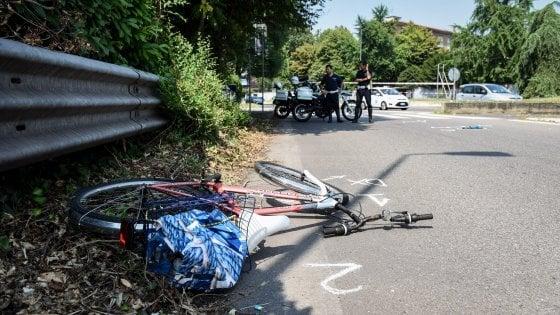 Milano, morto il ciclista travolto dal pirata della strada: continua la caccia all'uomo