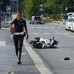 Milano, incidente all'alba: moto travolge e uccide un anziano