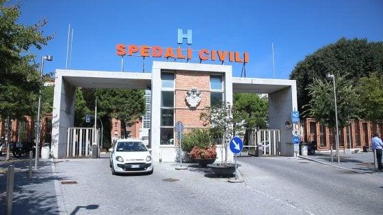 """Neonato morto in ospedale a Brescia, il primario: """"Sembrava stabile, poi è peggiorato"""". Migliorano gli altri 6 infettati"""