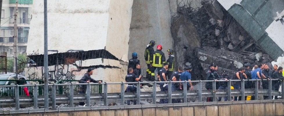 Crollo del ponte a Genova, la Lombardia manda aiuti: partite squadre di vigili del fuoco