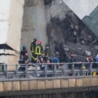 Crollo del ponte a Genova, la Lombardia manda aiuti: partite squadre di