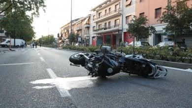Motociclista uccide due pedoni a Brescia: arrestato perché positivo ad alcol e droga