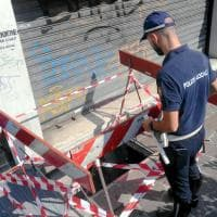 Milano, cede grata del marciapiede: il luogo in cui è precipitato il 76enne