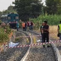 Bimbi uccisi dal treno, parla il papà: ''Una morte ingiusta, bastava una