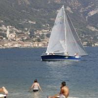 Nudisti denunciati per atti osceni e multati sul Lago di Garda