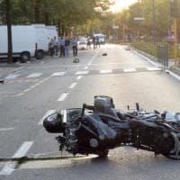 Motociclista uccide madre e figlio a Brescia, passante gira un video e lo