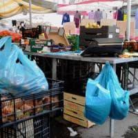 Milano, controlli all'Ortomercato: sequestrati 5 milioni di sacchetti di