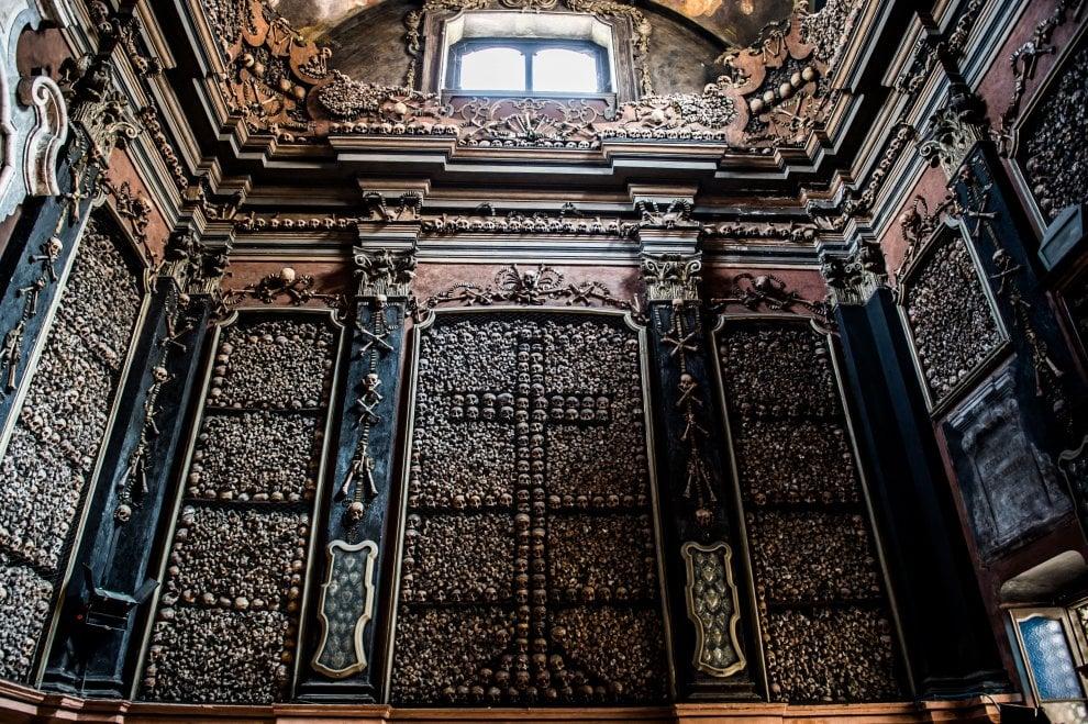 Milano dalle periferie al centro, l'insostenibile bellezza del macabro a San Bernardino alle Ossa