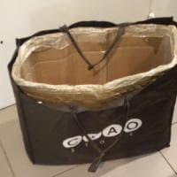 Milano, ruba capi di abbigliamento con una borsa schermata per eludere l'antitaccheggio: arrestato 27enne