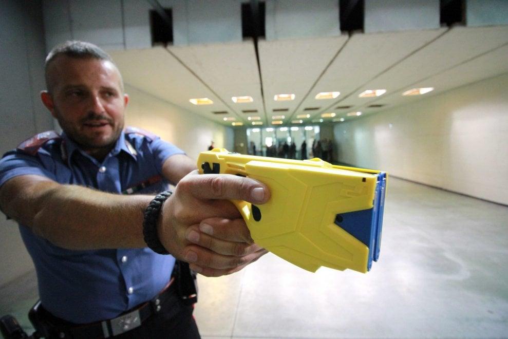 Sicurezza: i carabinieri di Milano a lezione di Taser