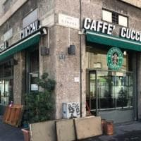 Il logo di Starbucks sulla vetrina della storica pasticceria milanese: la fake news impazza sul web