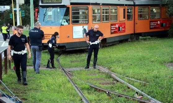 Milano, uomo morto sotto il tram: si indaga sulla dinamica della tragedia