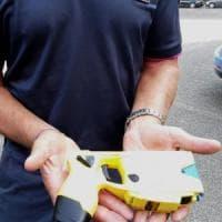 Polizia usa il taser per bloccare un'aggressione, secondo caso a Milano