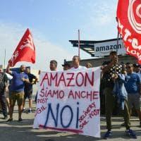 Amazon, scioperano i corrieri lombardi: il presidio in via Toffetti