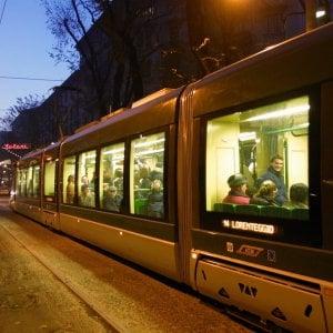 Milano, travolto e ucciso nella notte da un tram in pieno centro