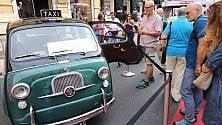 """Le auto da collezione arrivano in strada nel """"Miglio della passione""""    di Buenos Aires"""