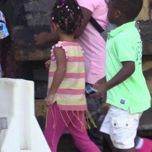 Lodi, stranieri esclusi dalle agevolazioni mensa a scuola: i bambini tornano in classe con il panino