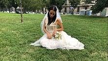 In metrò, nei parchi, in centro: il mistero della sposa triste è tutto social