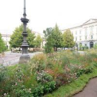 Milano, piazza della Scala si trasforma in un giardino per la Fashion Week