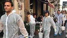 Volontari all'opera in Darsena per ripulire i muri imbrattati