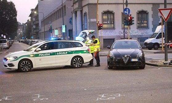 Milano, tragico scontro nella notte: moto contro auto, morti due giovani