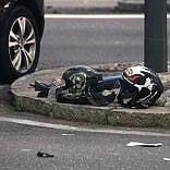 Scontro nella notte:  in moto contro un'auto,    morti 2 giovani