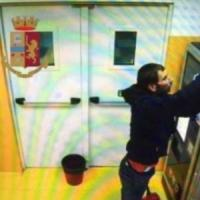 """Milano, l'Arsenio Lupin degli ospedali torna in carcere: trovato al """"boschetto della..."""