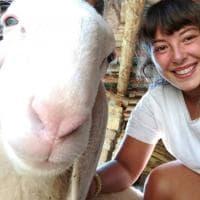 """""""Selfie con pecora"""": a Bergamo il concorso fotografico più folle"""