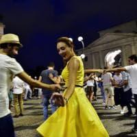 """Milano, l'Arco della pace diventa una pista per lo """"swing clandestino"""""""