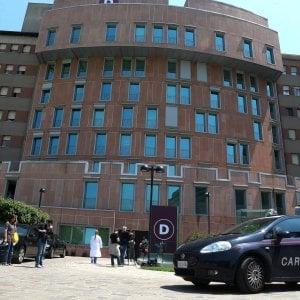 Milano, giovane abortisce e nasconde il feto in casa: denunc