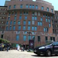 Milano, giovane abortisce e nasconde il feto in casa: denunciata