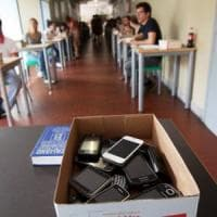 Pavia, rivoluzione in classe: cellulari